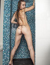 Milena D bare in glamour..