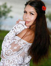 Romana nude in glamour..