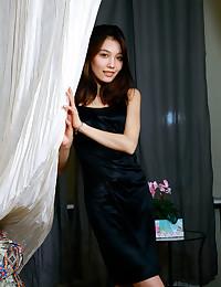 Anna Aki bare in glamour..