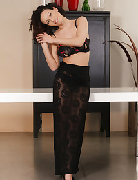 Pammie Lee bare in erotic..