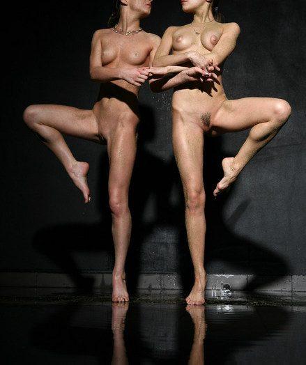 Alice Rubbing & Freya A: Dh apart alien Rylsky
