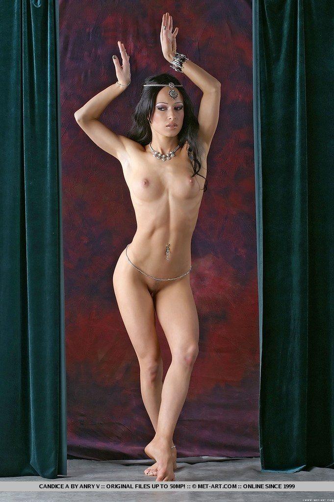 Фото голые танцы девушек