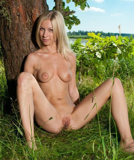 Effortless Gallery - TESSI - Take A Tiny Seniority